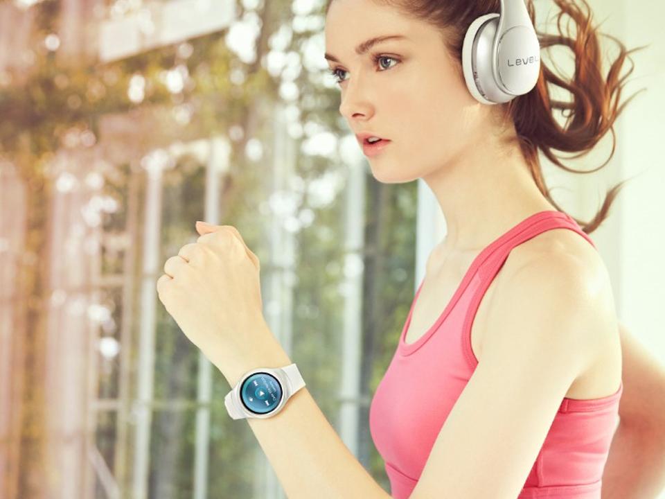 Tai nghe không dây kết nối đồng hồ thông minh