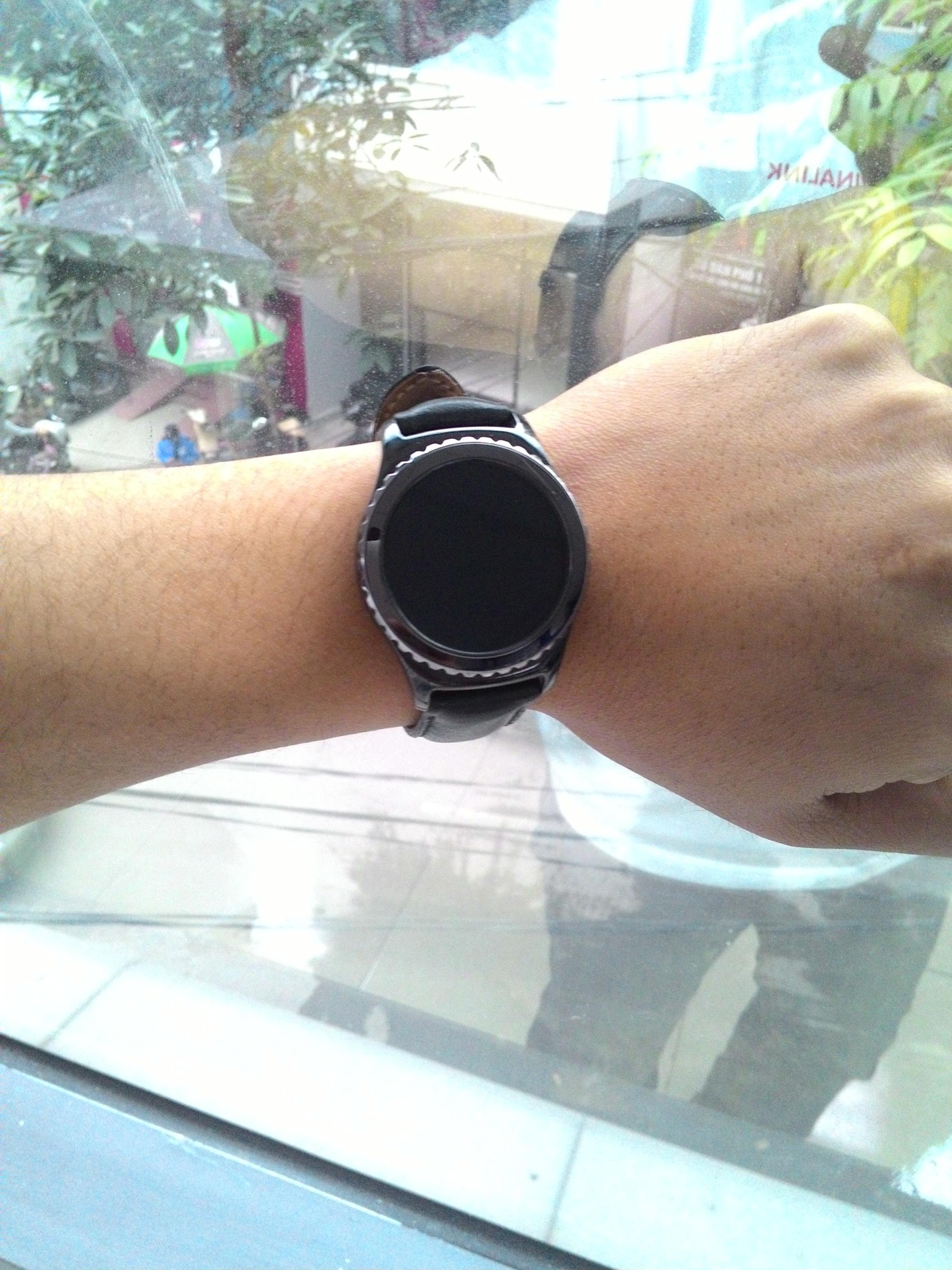 Mặt hiển thị đen xì của đồng hồ thông minh