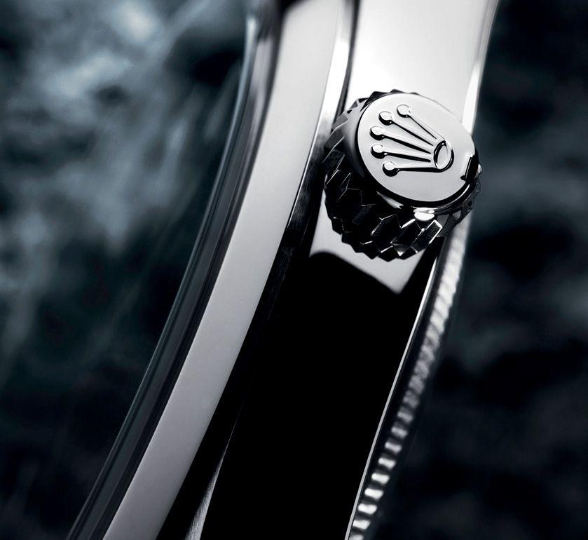 Biểu tượng vương miện ở nút lên giờ của đồng hồ Rolex xịn
