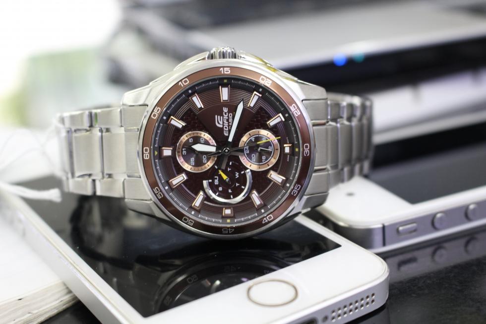 Đồng hồ nam 6 kim có rất nhiều tính năng hiện đại và tiện ích