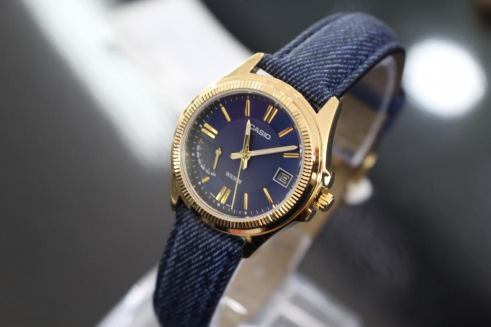 Đồng hồ Casio nữ dây da màu xanh dương LTP-E115GBL-2AVDF