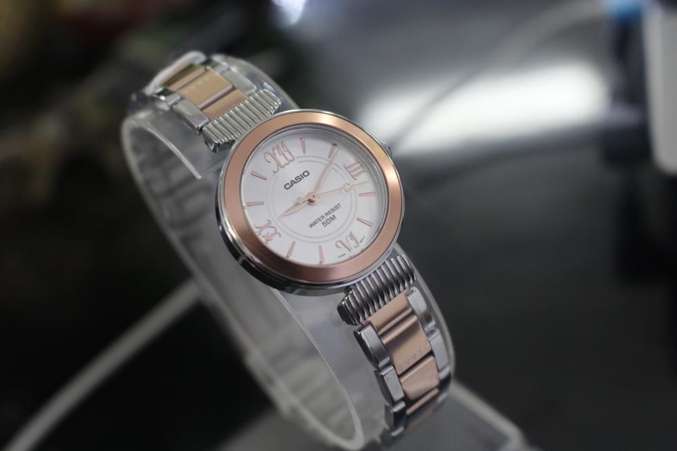 Chiếc đồng hồ nữ màu vàng hồng Casio LTP-E405BPG-7AVDF có thể giữ được vẻ đẹp của mình lên đến vài năm