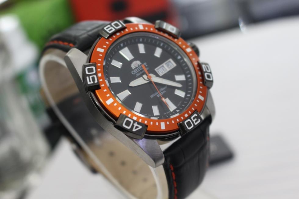 Đồng hồ cơ nam Orient FEM7R005B9 nổi bật cho những anh chàng cá tính