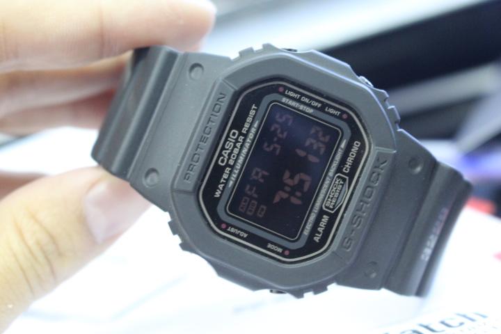 Chi tiết mặt đồng hồ Casio nam G-Shock DW-5600MS-1DR
