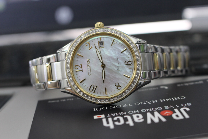 Chi tiết mặt đồng hồ Citizen nữ Eco-Drive EO1184-81D