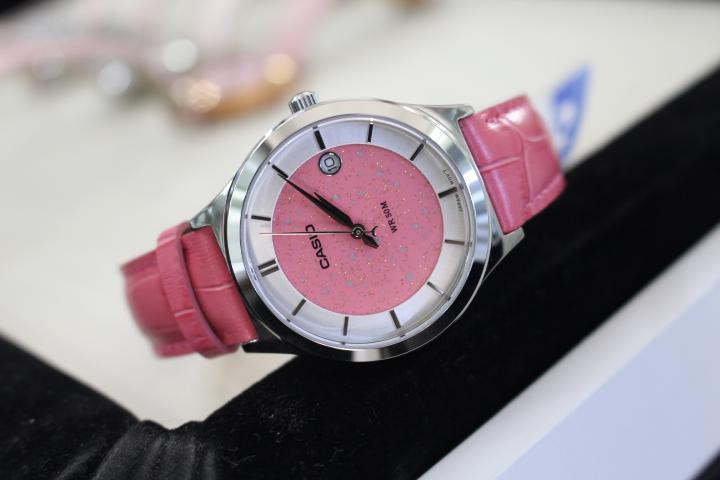 Đồng hồ Casio nữ LTP-E142L-4AVDF phù hợp cho mọi cô nàng hiện đại