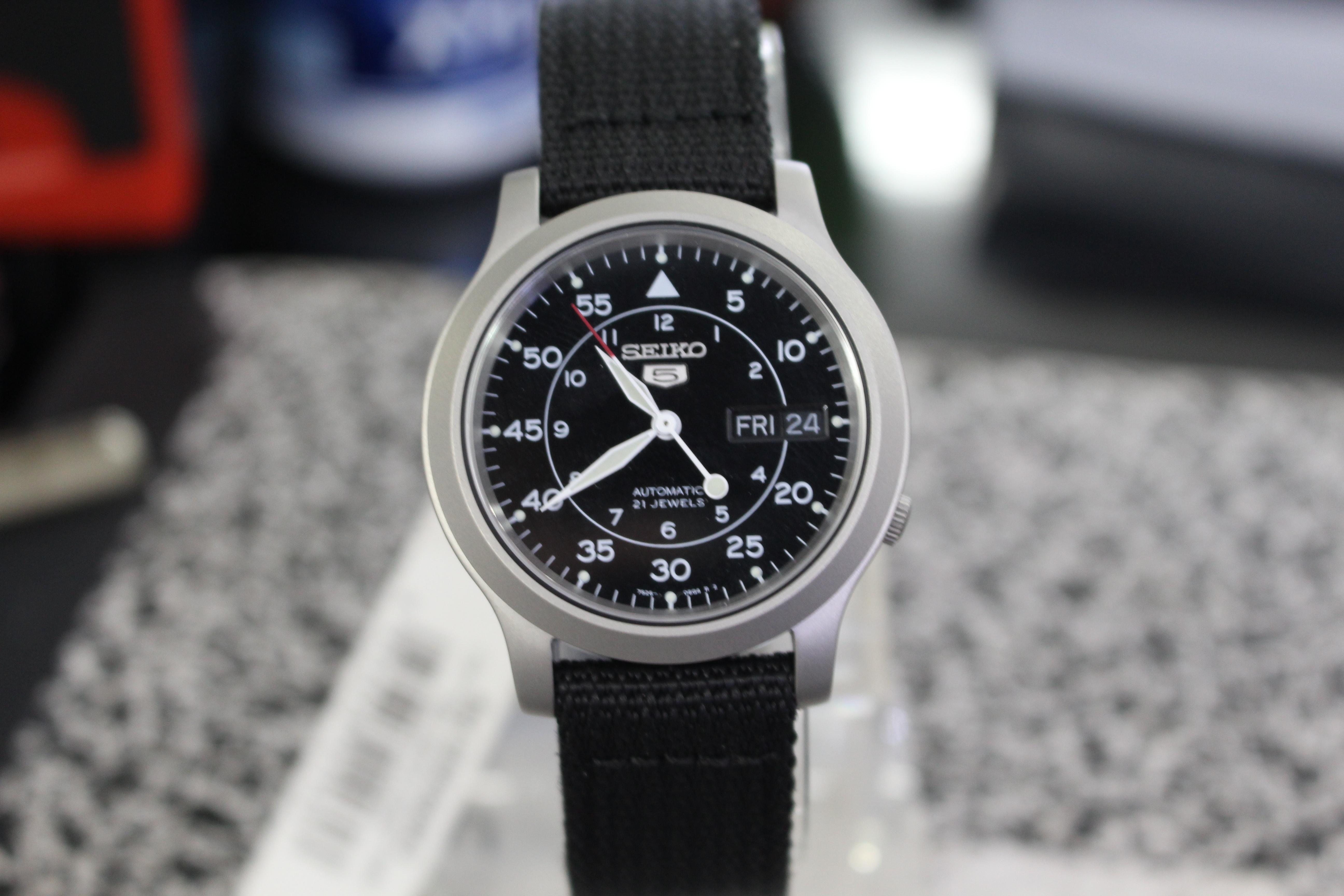 Thiết kế trẻ trung, năng động là ưu điểm lớn nhất của mẫu đồng hồ Seiko 5 SNK809K2