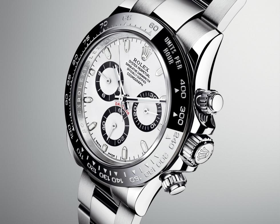 Gờ lắp mặt kính thẳng hàng với các vạch chỉ phút trên đồng hồ Rolex xịn