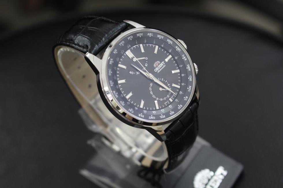 Không quá nổi bật nhưng những chiếc đồng hồ nam dây da luôn có một sức hút lạ kỳ