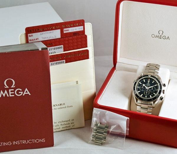 Bộ phụ kiện thường đi kèm khi mua đồng hồ chính hãng
