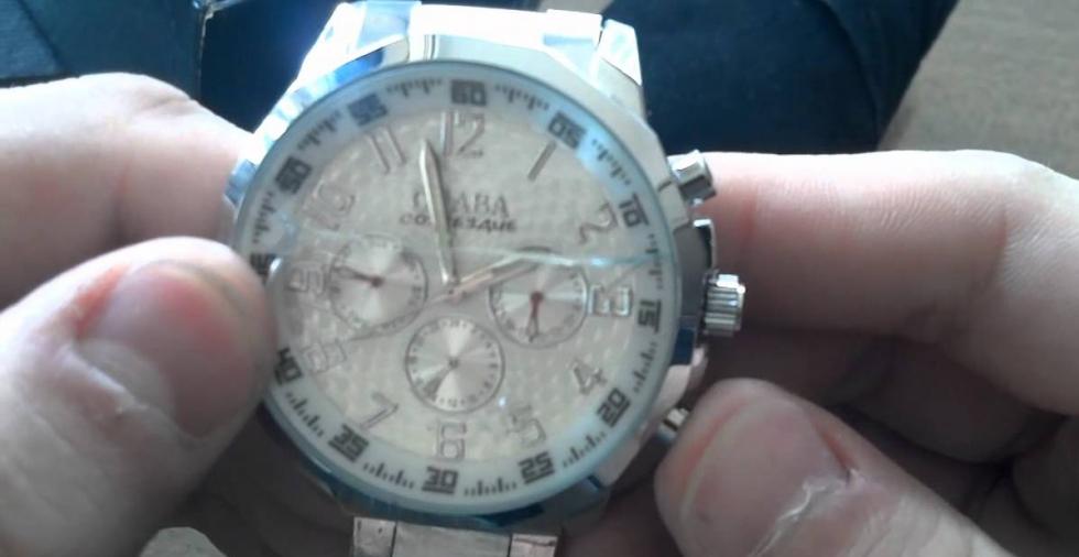 Không nên đeo đồng hồ khi làm các công việc liên quan đến va đập