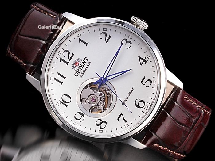 Đồng hồ kim số nổi bật với kim giờ đặc biệt