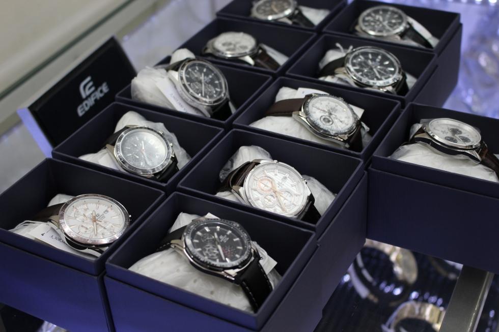 Đồng hồ nam dây da phù hợp cho các chàng trai cổ tay nhỏ