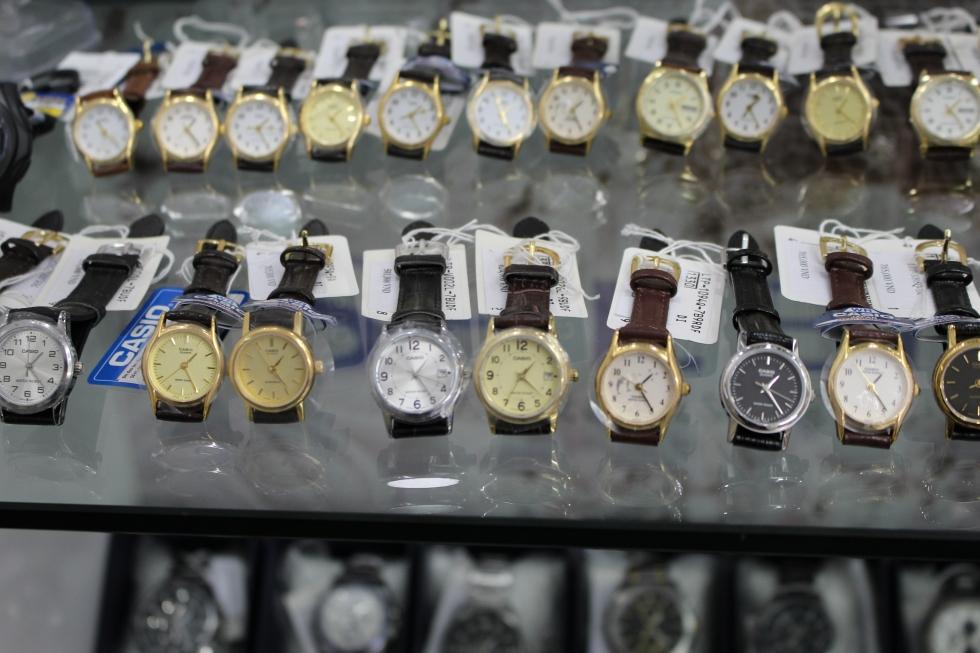 Đồng hồ nữ Casio dây da màu tối