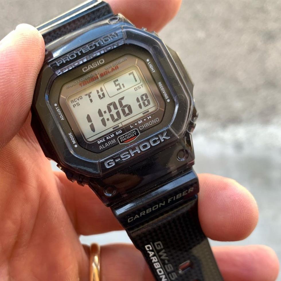 Đồng hồ Casio có các nút bấm để chỉnh giờ khá đơn giản