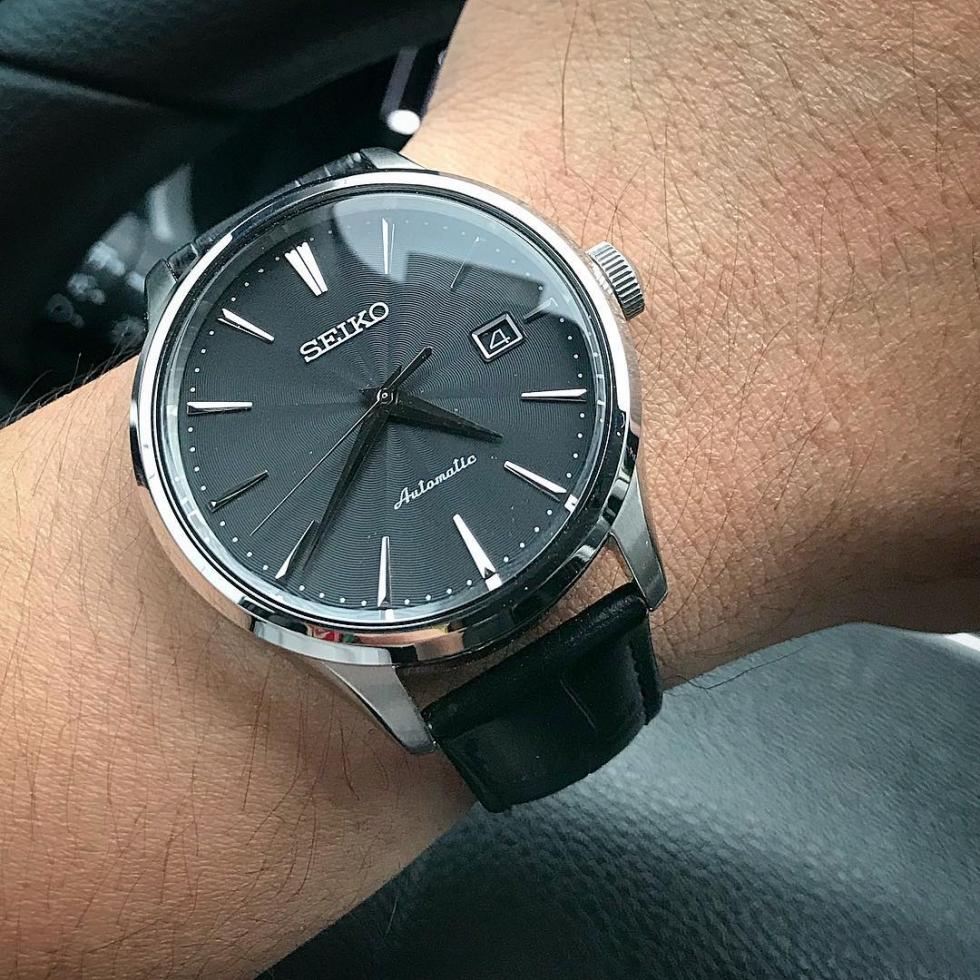 Ngày nay họa tiết Guilloche được ứng dụng rất nhiều vào việc chế tác mặt đồng hồ đeo tay