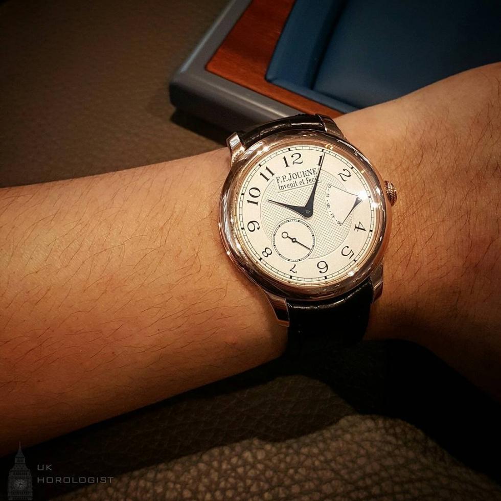 Họa tiết Guilloche Clous De Paris trên đồng hồ đeo tay