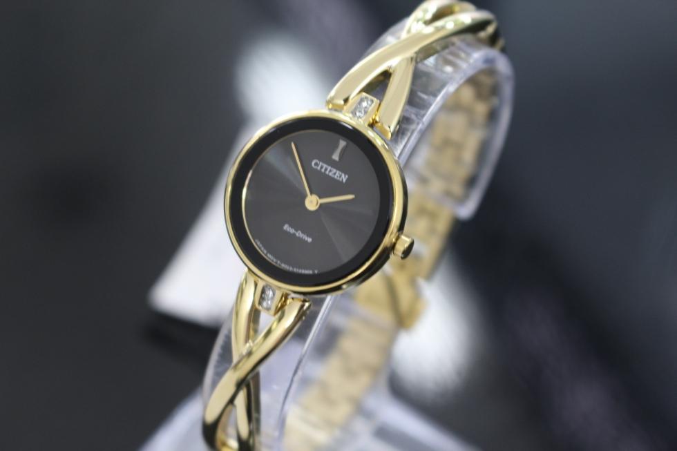đồng hồ nữ phù hợp với bữa tiệc