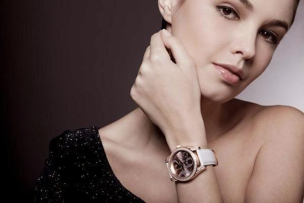 Phụ nữ nên đeo đồng hồ chặt hay lỏng