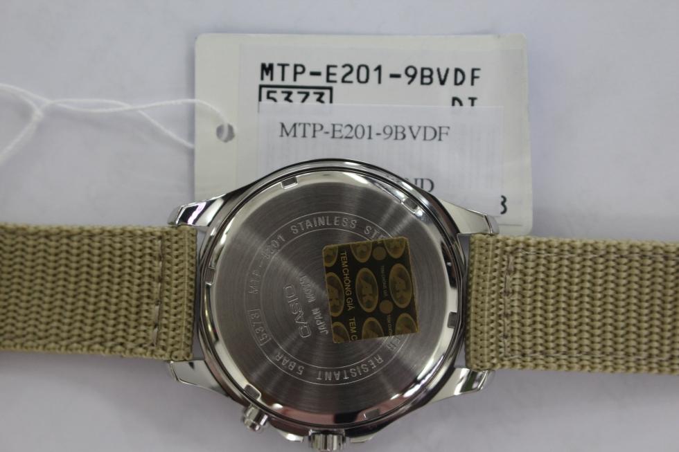 Mặt sau đồng hồ Casio dây dù MTP-E201-9BVDF
