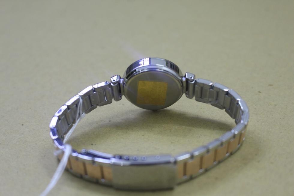 Mặt sau chiếc đồng hồ nữ màu vàng hồng Casio LTP-E405BPG-7AVDF