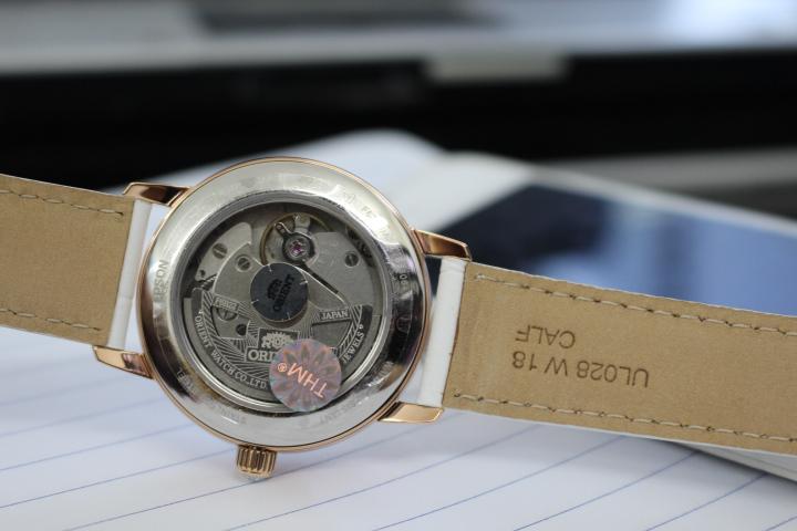 Mặt sau đồng hồ cơ Orient nữ RA-AK0004A10B