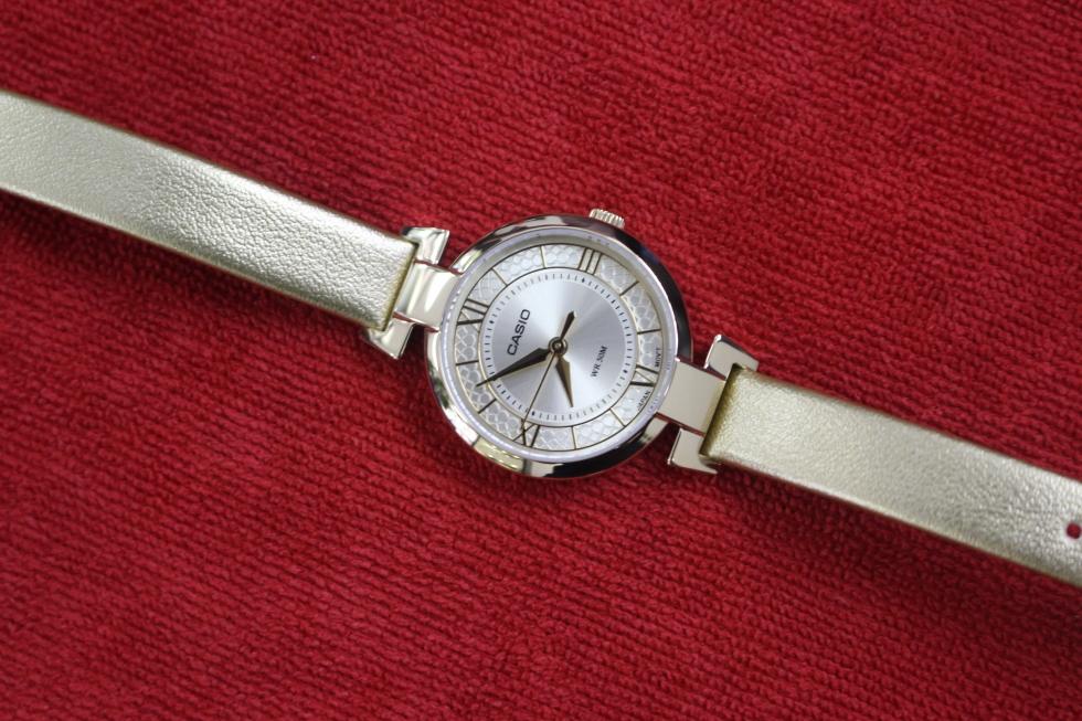 Đồng hồ nữ Casio dây da LTP-E403GL-9AVDF
