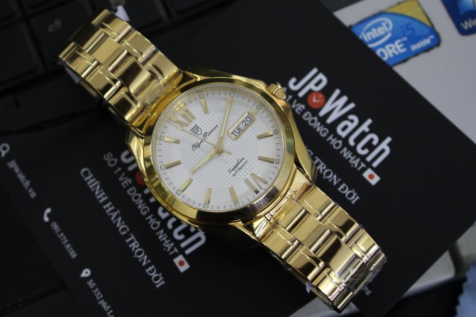 Đồng hồ  mạ vàng sẽ thích hợp với những thanh niên mang mệnh Hỏa