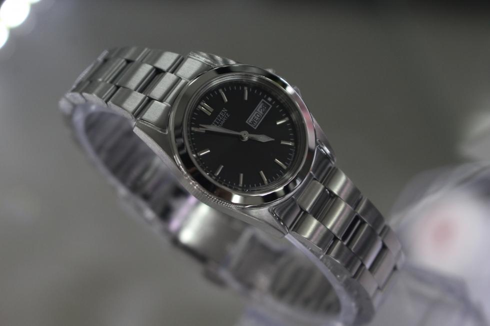 Đồng hồ Citizen nữ EQ0560-50E