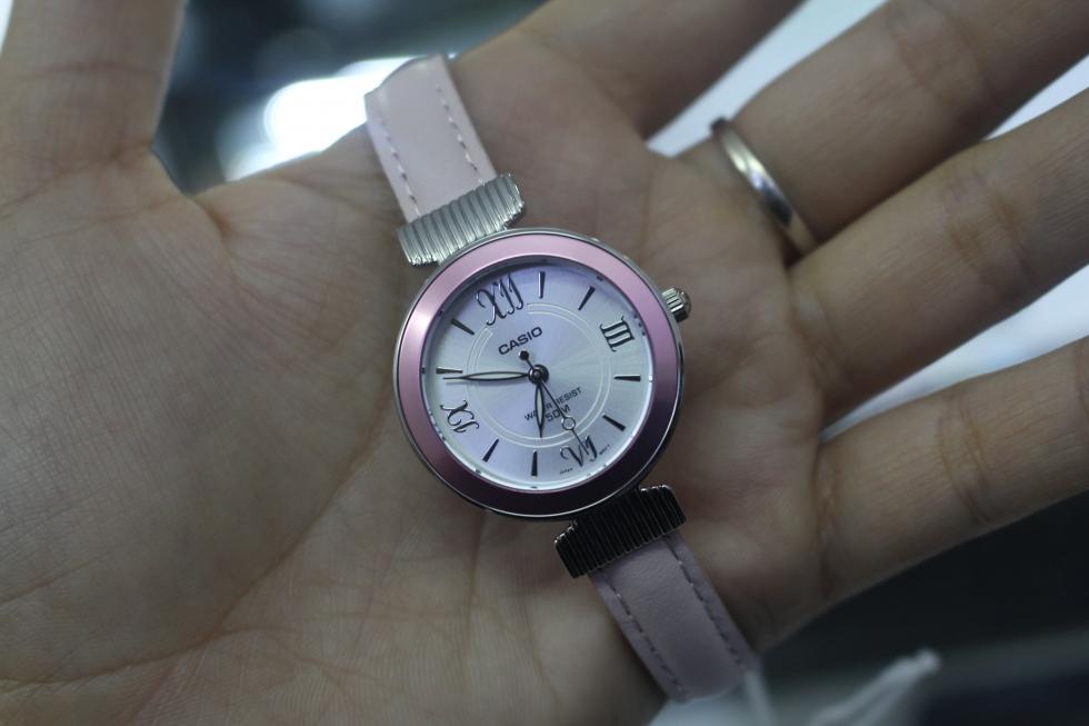 Đồng hồ nữ Casio LTP-E405L-4AVDF màu hồng cho những cô nàng điệu đà
