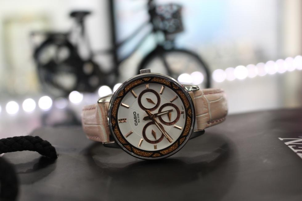 đồng hồ casio nữ màu hồng