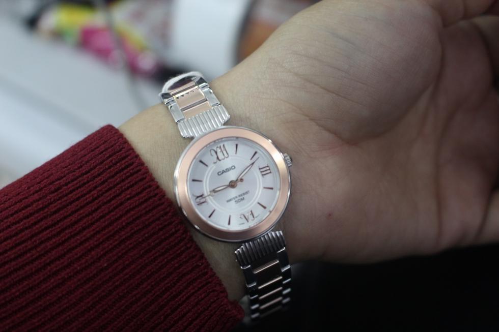 Vẻ đẹp của đồng hồ nữ màu vàng hồng Casio LTP-E405BPG-7AVDF