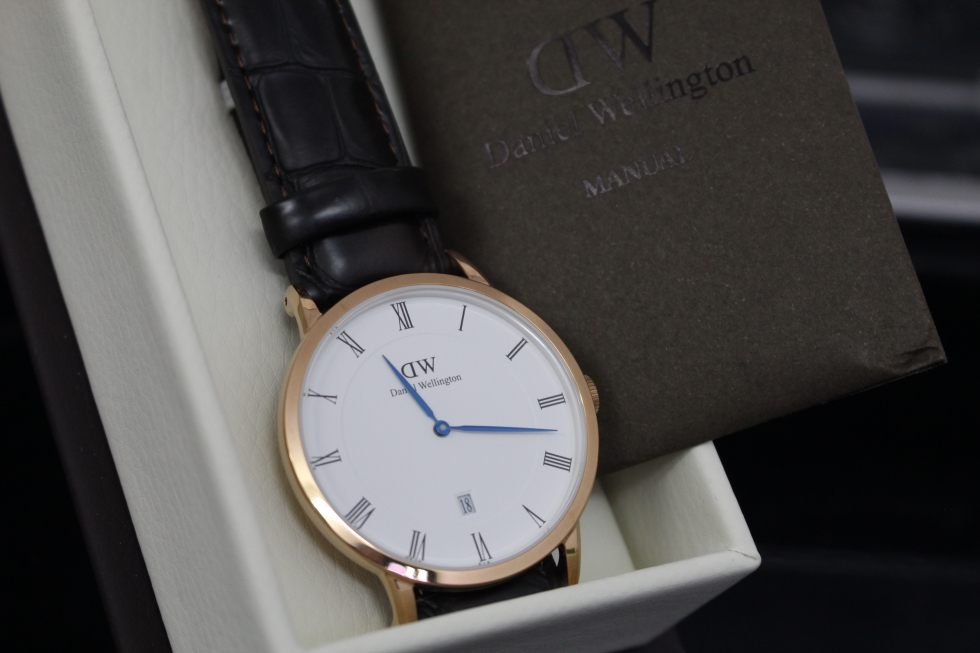 Đồng hồ nam Daniel Wellington DW00100085 kim xanh
