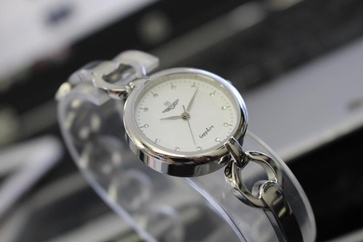 đồng hồ nữ lắc tay