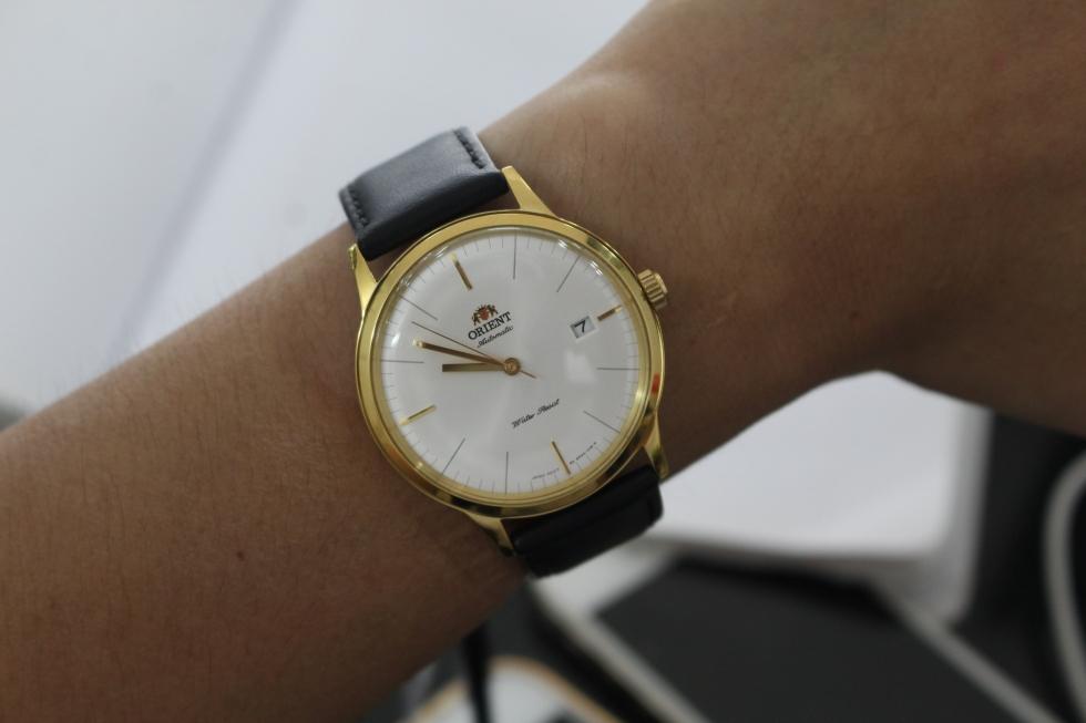 Chiếc đồng hồ nam dây da cao cấp làm tôn lên vẻ lịch lãm cho các quý ông