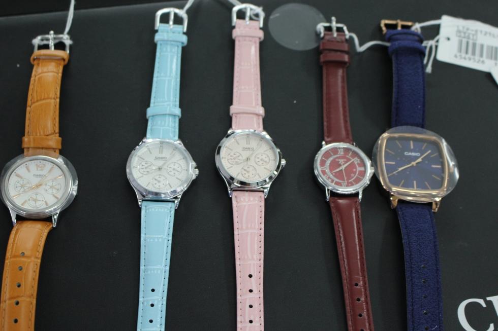 Bộ sưu tập đồng hồ Casio nữ với đủ gam màu xanh, đỏ, tím, vàng