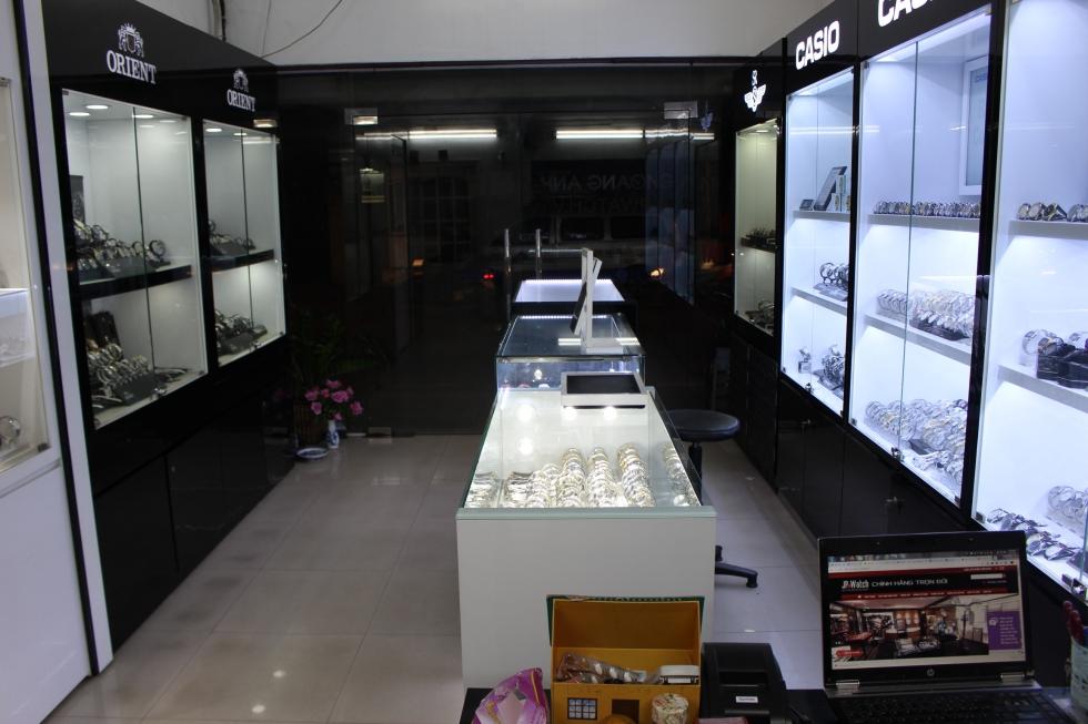 hình ảnh cửa hàng đồng hồ JPwatch với nhiều mẫu đồng hồ nam dây da