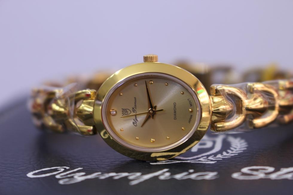 Từng đường nét thanh mảnh nhưng không kém phần chắc chắn của đồng hồ nữ OLYM PIANUS OP2461LKV
