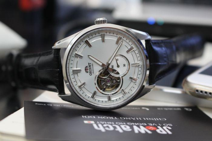 Nên mua đồng hồ cơ hay đồng hồ điện tử?