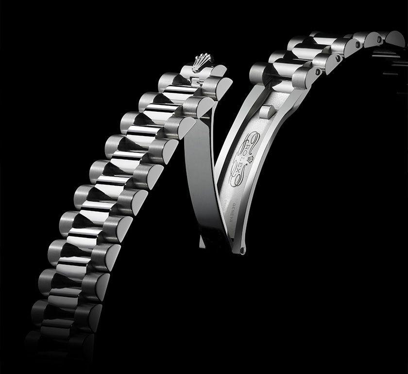 Khớp nối chuyển động mượt mà trên dây đeo của những chiếc đồng hồ Rolex xịn