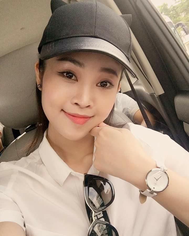 mc Thùy Linh rất thích chiếc đồng hồ Sunrice này