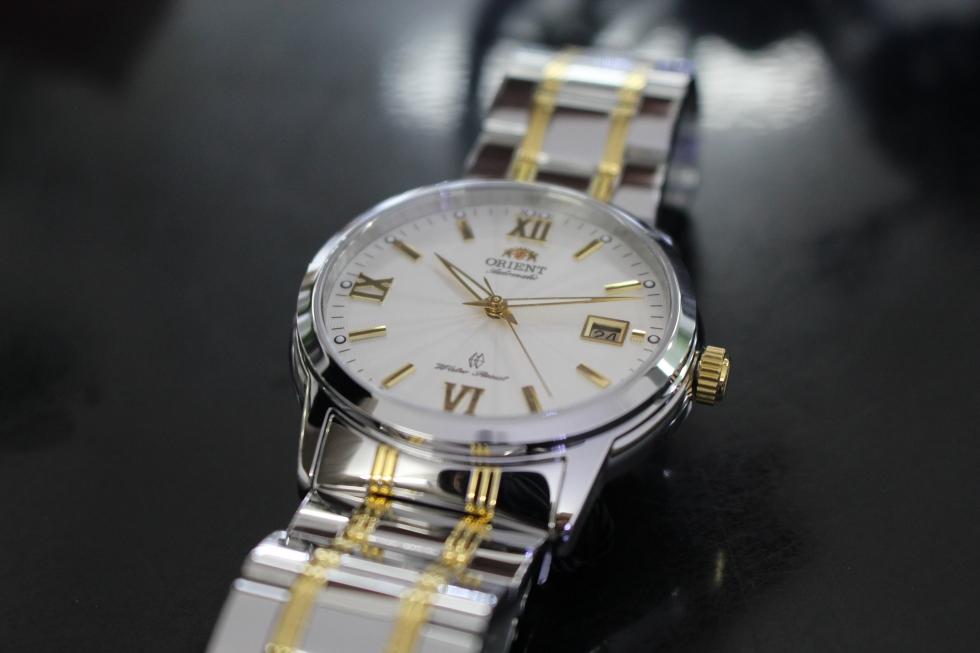 Núm vặn của đồng hồ Orient chính hãng rất tinh xảo