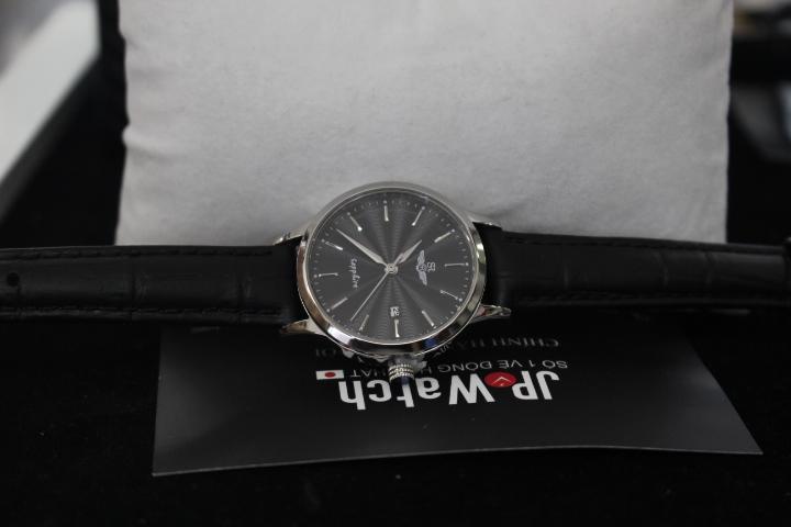 Vẻ đẹp đầy huyền bí của chiếc đồng hồ nữ SR Watch SL1056.4101TE